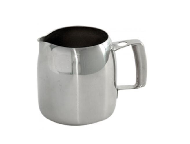 Dzbanek do spieniania mleka, komu sprawdzi się szczególnie dobrze?